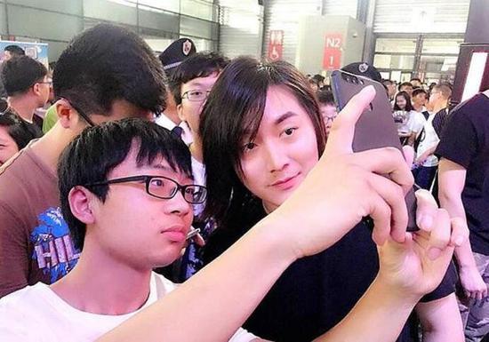 张大仙与嗨氏S9赛季首次碰撞 失败一方惨遭吊打!